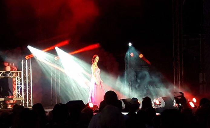 Loïs van de Ven tijdens haar optreden.