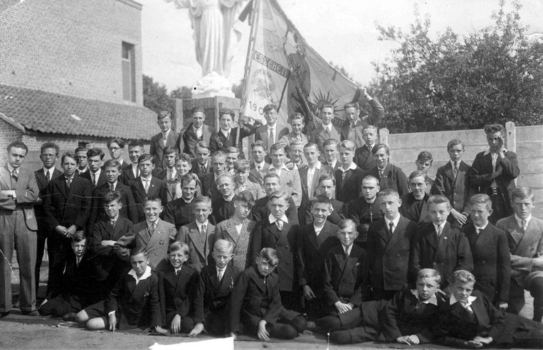 Een groepsfoto van Heidebloempje uit 1933.