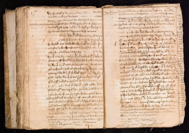 Akte waarin Bastiaan en Manuel Fernando worden genoemd als zeemannen in dienst van de Admiraliteit. Beeld Stadsarchief Amsterdam