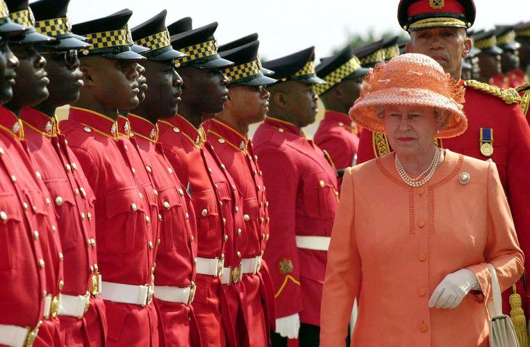 Queen Elizabeth II tijdens haar bezoek aan Jamaica. Ze wilde ook de 'gewone' mensen ontmoeten.