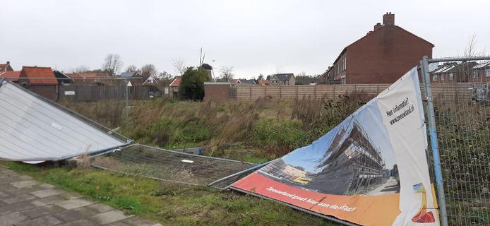 Het bouwterrein in Oosterland waar aannemingsbedrijf Fraanje voor Zeeuwland nieuwe woningen gaat bouwen. De eerste 14 stuks in januari. De tweede fase start naar verwachting in oktober volgend jaar