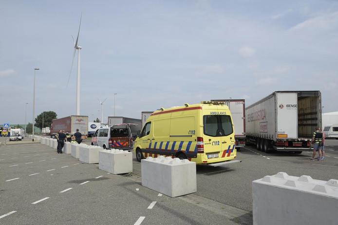 Bij Hazeldonk werden drie vluchtelingen in een vrachtwagen gevonden.