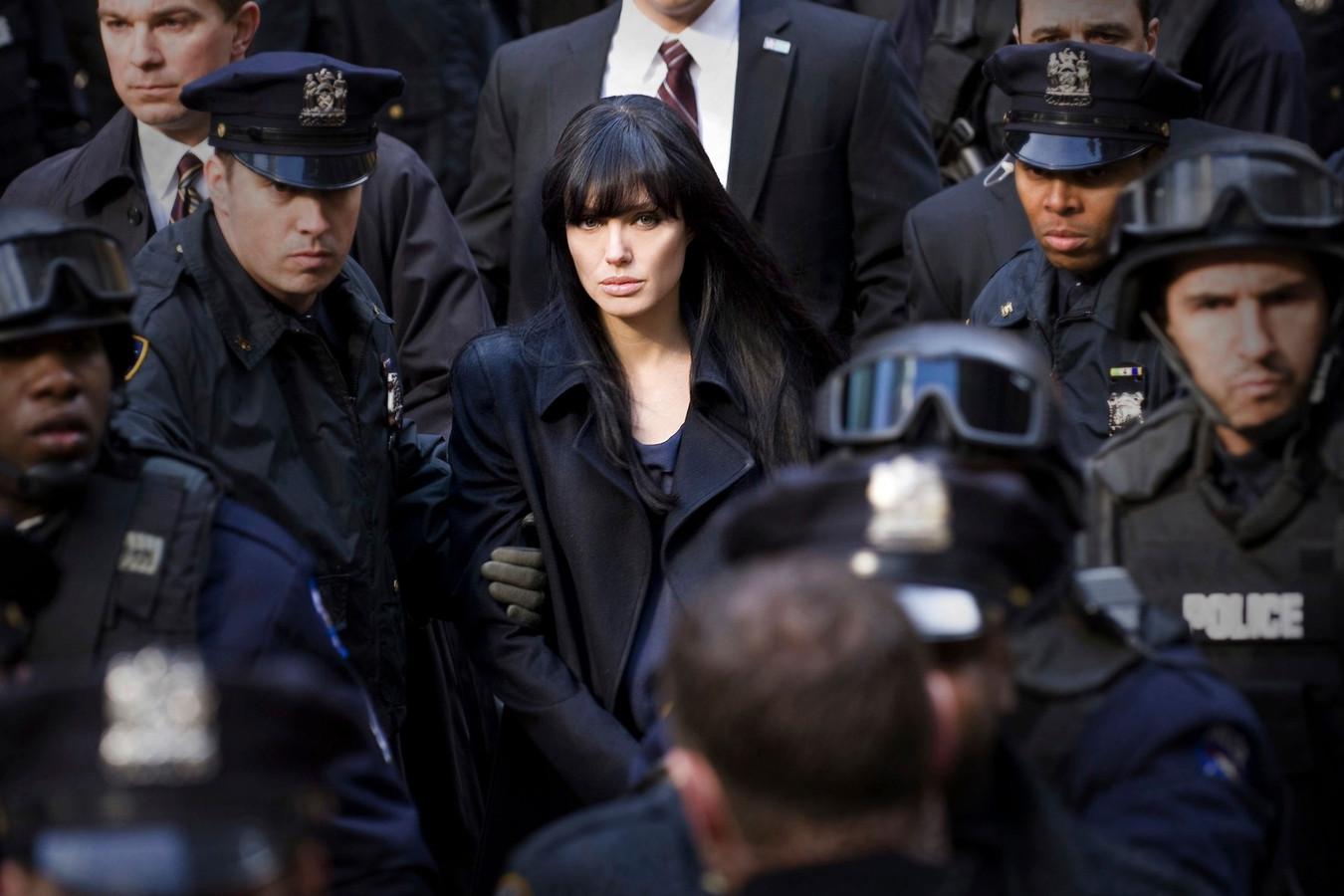 Een beeld uit de film 'Salt' waarvoor Angelina samenwerkte met operationele agenten;