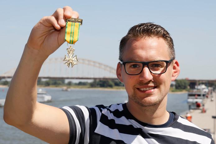 Pim van Keeken met de Vierdaagsemedaille van de Duitse militair.