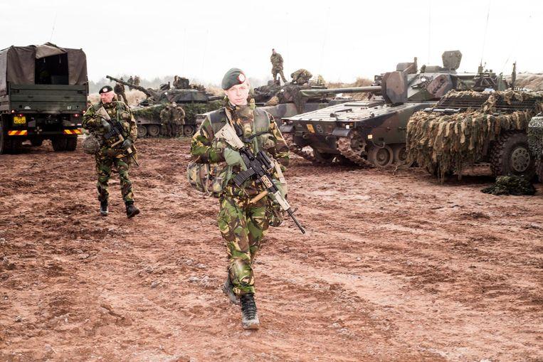 Reservisten en soldaten van de Landmacht tijdens de oefening in Haldensleben in Duitsland. Beeld Jan Mulders