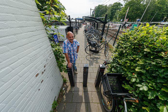 Louis Querido verbaast zich over de gang van zaken bij de werkzaamheden die verricht zijn rond het station van Etten-Leur.