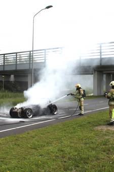 Sportwagen brandt uit in Lelystad