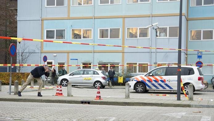 De afgezette parkeerplaats waar de man werd neergeschoten.
