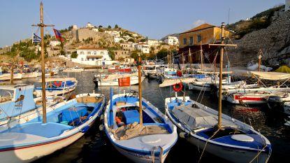 Honderden toeristen verlaten Grieks eiland dat 34 uur zonder stroom zit