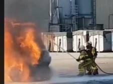 Heftruck verwoest door brand bij papierfabriek in Eerbeek