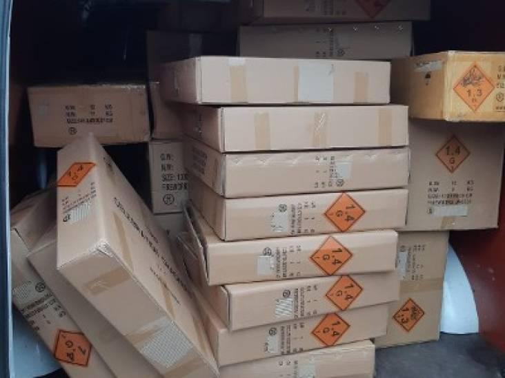 480 kilogram illegaal vuurwerk, explosieven en vals geld in Breda: politie houdt verkopers en koper aan