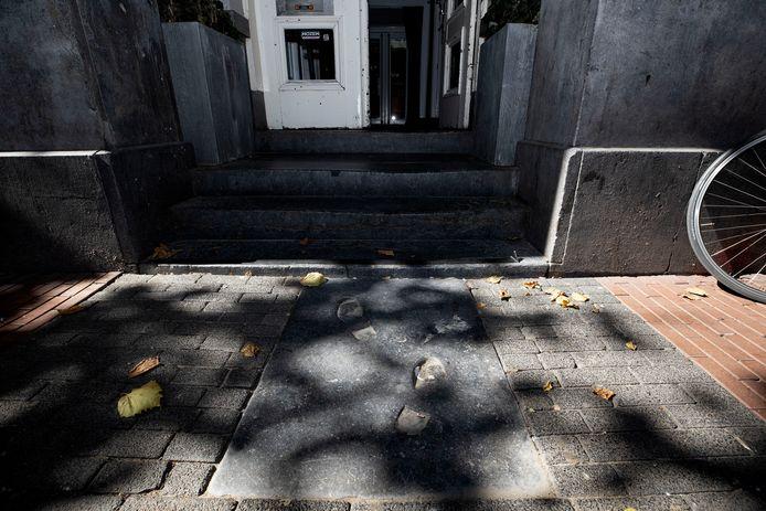 De onopvallende steen halverwege het Stratumseind is een eerbetoon aan Salco Tromp Meesters.