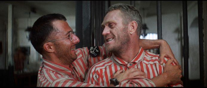Dustin Hoffman en Steve McQueen in het origineel van 1973.