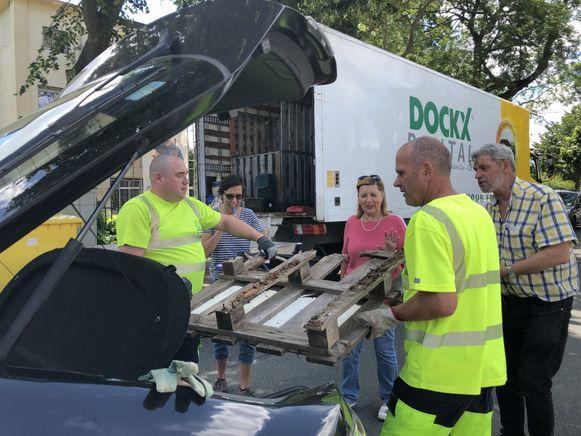 Inwoners konden op het mobiele recyclagepark allerlei soorten afval deponeren.