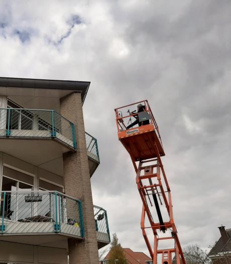 Lenny Kuhr op 'Visite' bij bewoners Dommelhoef in Eindhoven