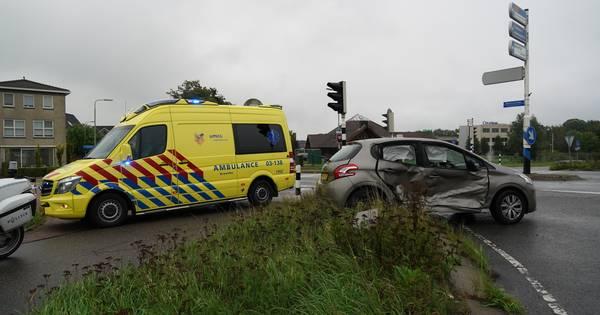 Ongeval met gewonde op verkeerslichten beveiligde kruising Hardenberg.