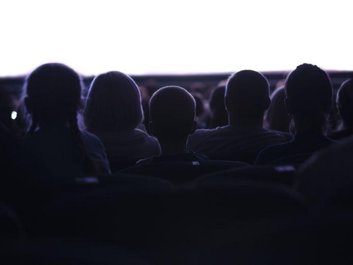 Bioscoop film theater publiek schouwburg voorstelling toneel stock video