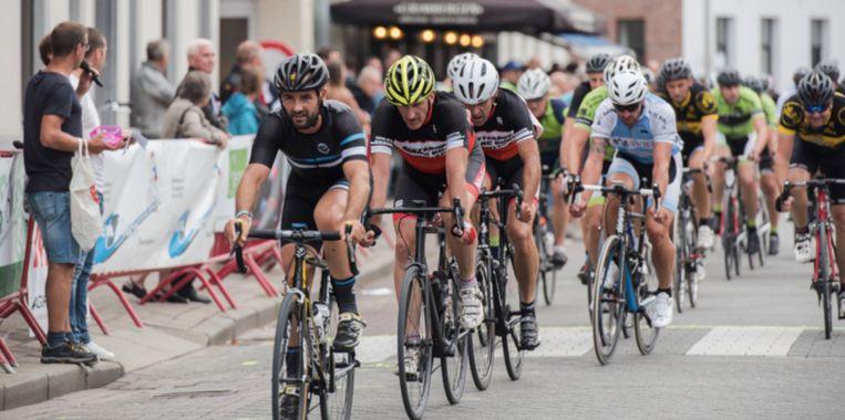 De wielercompetitie bundelt drie disciplines: een cross, een wegrit en een derny-initiatie.
