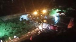 """Vliegtuig Air India glijdt van landingsbaan en breekt in stukken: """"Minstens 16 doden"""""""