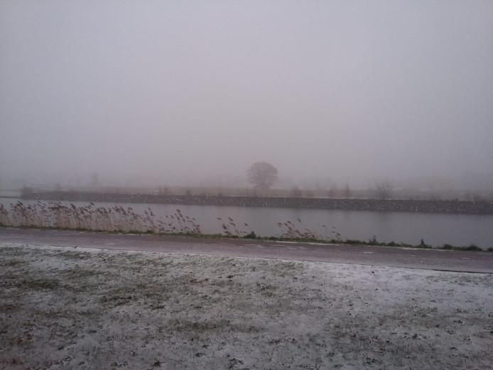 In het westen verdwijnt de sneeuw langzaam, zoals hier bij Breda.