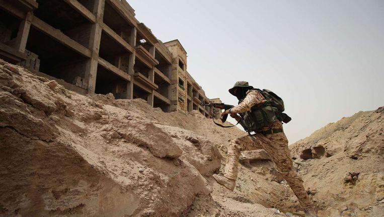 Strijd in het Iraakse Falluja, dat in handen is van IS. Beeld afp