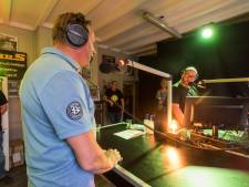 Slap geklets, interviews en 'kippenvelmuziek': radiostation KommuS Geldrop is los