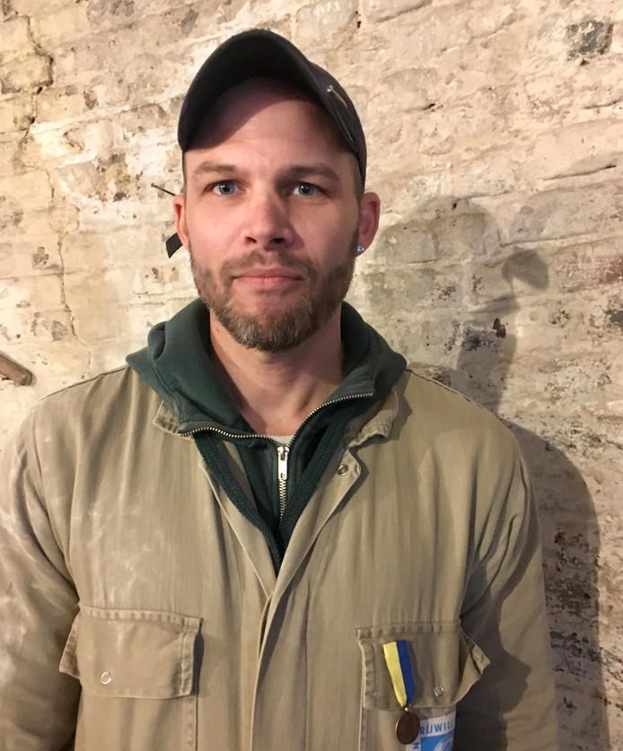 Gemeentelijke onderscheiding, de erepenning in brons, voor molenaar Mario Collombon