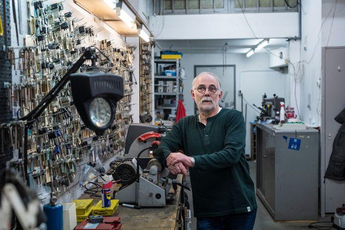 Karel Brehm stopt na 40 jaren met zijn sleutelzaak Brehm Sleutelspecialist aan de Ootmarsumsestraat.