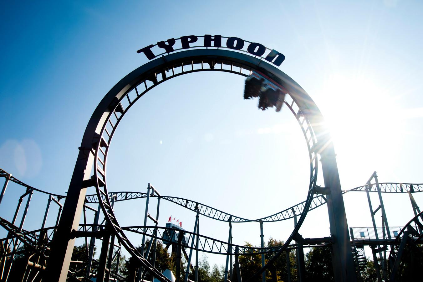 De 'Typhoon' in Bobbejaanland. De stalen achtbaan werd in 2004 geopend.