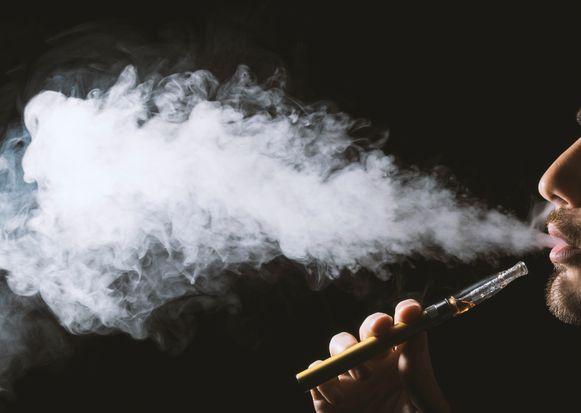 Meer dan de helft van de verkooppunten waar je elektronische sigaretten kan kopen, is niet in orde met de wetgeving.