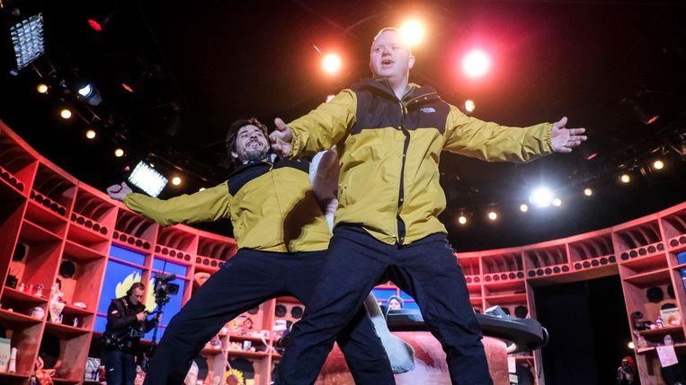 Dieter en Kevin van Down The Snow zetten het Mandelaplein maandagavond op stelten
