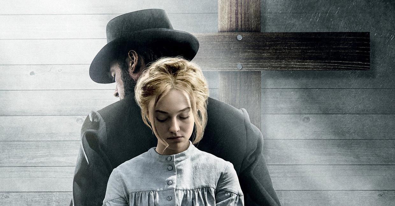 Guy Pearce en Dakota Fanning in 'Brimstone' Beeld Humo