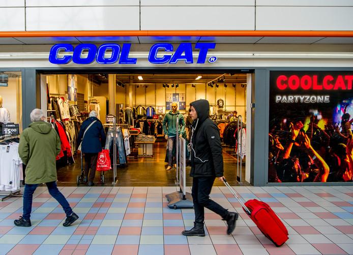 Een van de CoolCat winkels. In Nederland zijn er nu nog 80 winkels, maar de vraag is wat de nieuwe eigenaar van plan is met de filialen.