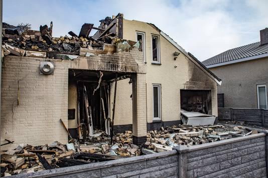 De  villa aan de Ouwer in Etten-Leur volledig door de brand verwoest.