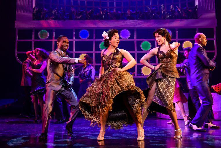 Strakke band en vurige latin dansers. Beeld Sc+¿nefoto On Your Feet! _ Roy Beusker Fotografie