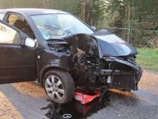 Automobilist rijdt tegen boom in Molenschot