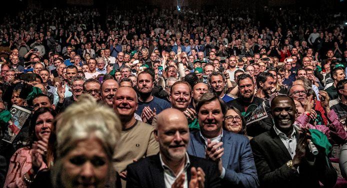 Massaal applaus in De Doelen voor Willem van Hanegem.