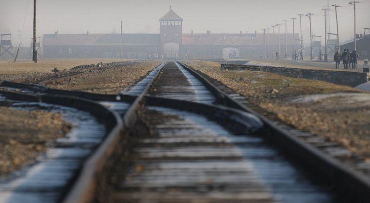 Treinrails leiden naar Auschwitz in Polen Beeld ap