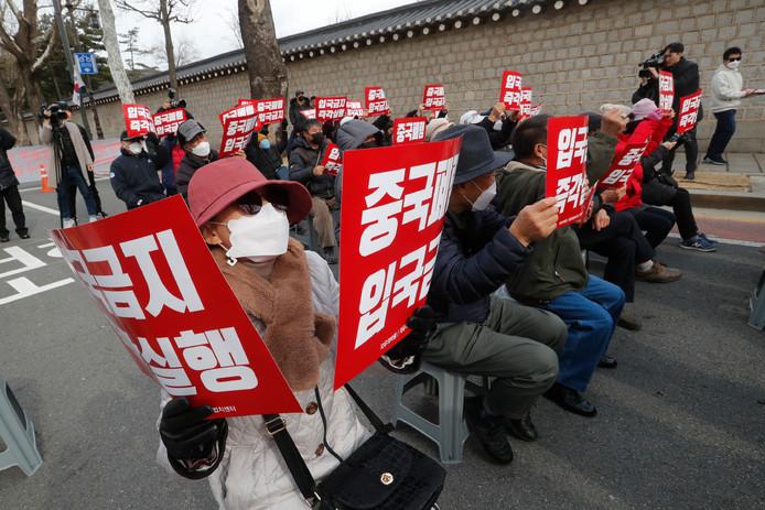 Zuid-Koreanen protesteren tegen het toelaten van toeristen uit China.