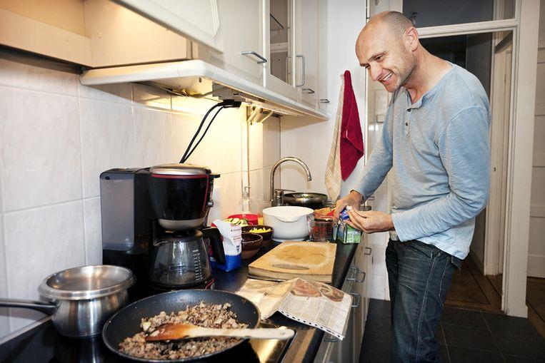 Zijn keukenkastjes verrieden het al: Erik houdt niet van koken. Foto © Marc Driessen Beeld