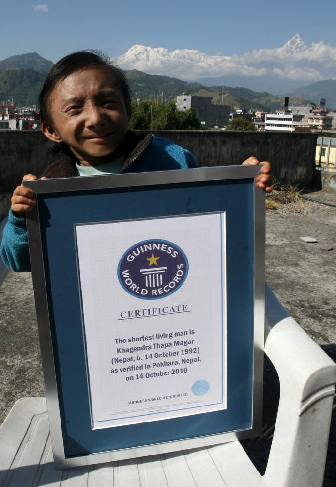 In oktober 2010 kreeg Khagendra Thapa Magar een certificaat van Guinnes World Records voor de kleinste man.