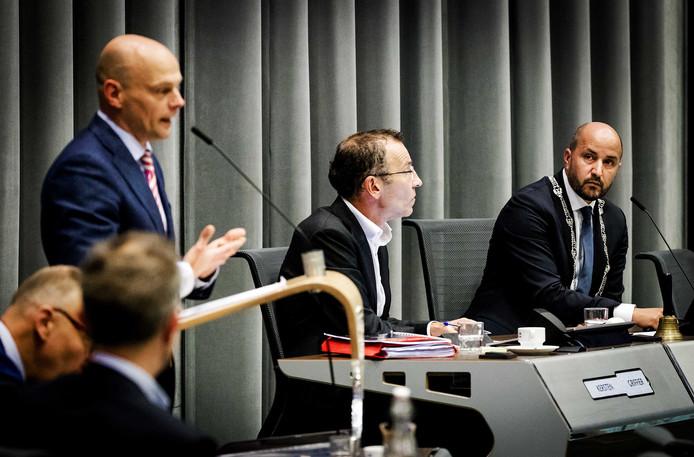 Gerrie Elfrink (links) toen hij nog wethouder was. Rechts: burgemeester Marcouch. Foto: ANP.