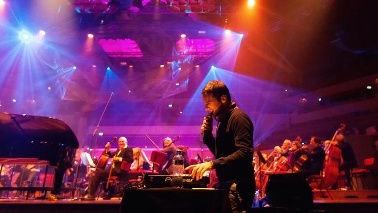 Pieces of Tomorrow - Matthäus-Passion, met op de voorgrond dj St. Paul. Beeld Juri Hiensch