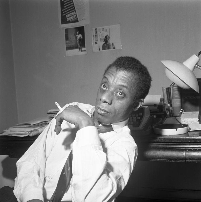 A photographer of author James Baldwin smoking a cigarette. Beeld Bettmann Archive