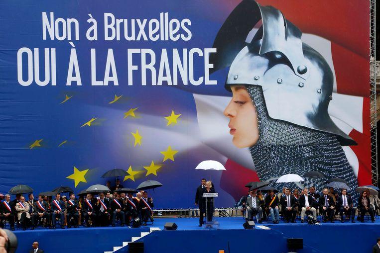 De Parijse 1 mei-meeting van het Front National (FN) van de populaire Marine Le Pen stond helemaal in het teken van de Europese verkiezingen. Het FN speelt hiervoor graag de historische figuur Jeanne D'Arc uit.