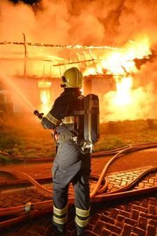 Boerderij uitgebrand in Borkel en Schaft; geen gewonden en geen asbest; verkeer moet omrijden