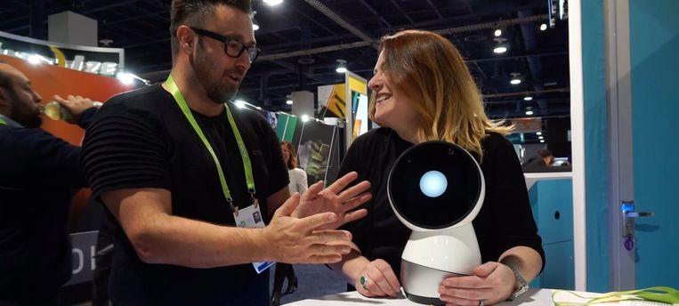 Deze sociale robot zegt hallo wanneer je de kamer binnenkomt. Hij kent zelfs je naam.