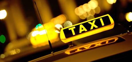 'Klant die taxichauffeur ernstig mishandelde in Nijmegen vroeg of er afluisterapparatuur in taxi zat'