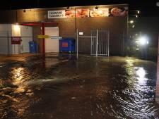 Waterleiding gesprongen in Waalwijk: straat achter moskee staat blank