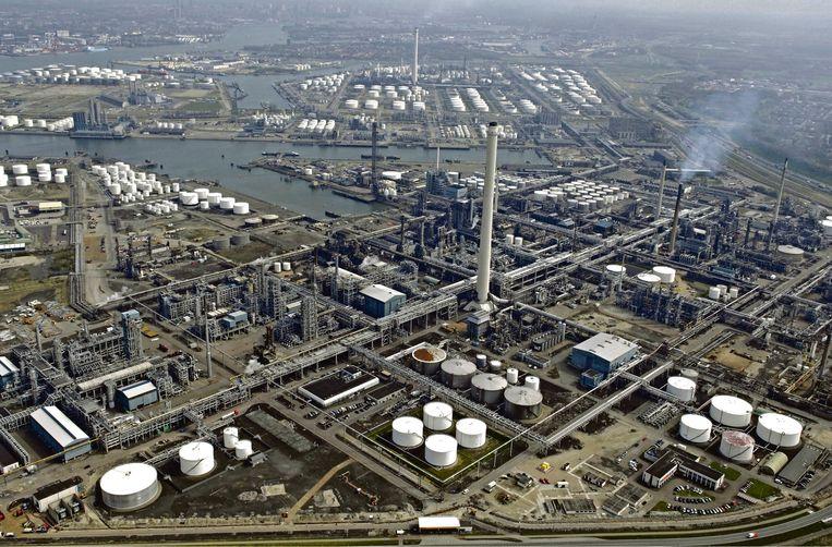 De Botlek in het Rotterdamse havengebied waar Air Products dagelijks 250 ton waterstof produceert.   Beeld Raymond Rutting / de Volkskrant
